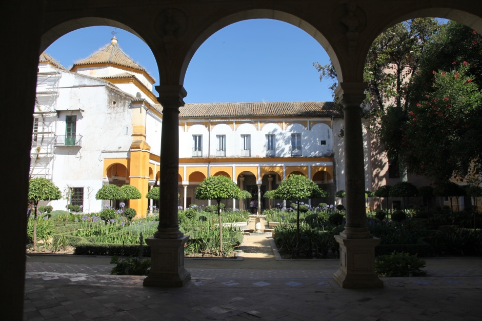 View of Casa de Pilatos across the garden